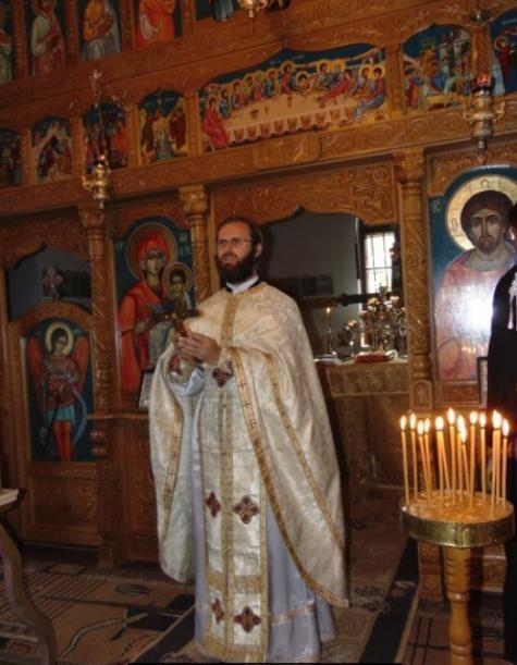 Moment din Sf. Liturghie (Pr. Ioan Puiu)